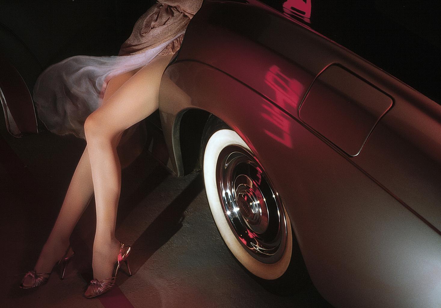 ženské nohy, auto