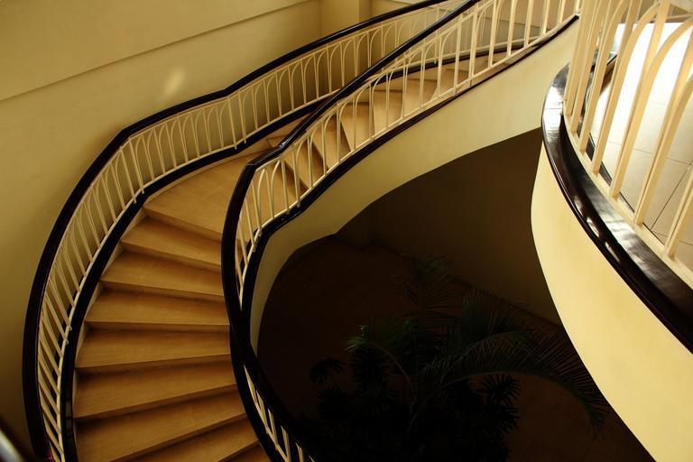 schody so zábradlím.jpg